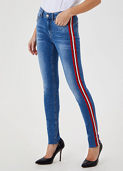 B. UP DEVINE JEANS RODE BIES